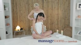 Massage Rooms Jonge magere tiener heeft g-spot orgasme en trib met lesbienne