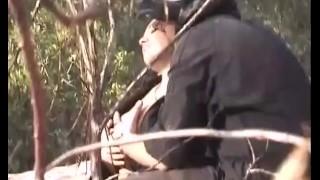 Un couple baise dans les bois