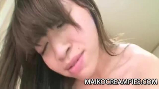 【無修正】喘ぎまくる素人お姉さんに大量中出し