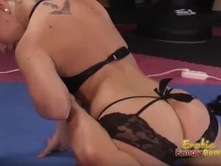 Blonde boxer dominates bald man in ring