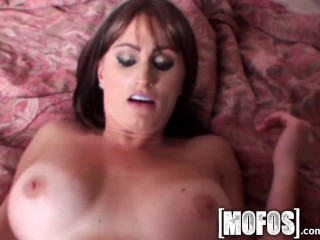 Mofos – Kaylee Quinn and her big tits get pounded