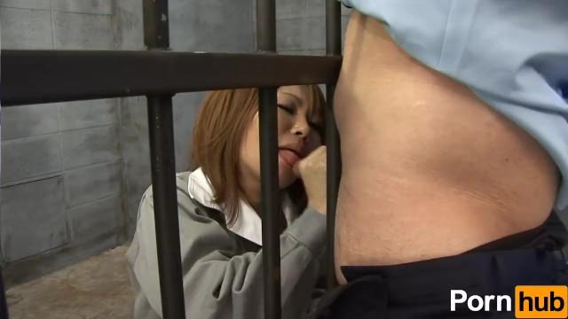Thug escape from prison blowjob