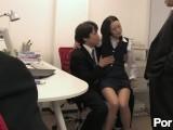 黒髪ロングの超美人OLが、上司の男と新人の男のチンコを同時にご奉仕する3P!!