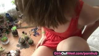 Amateur cutie toys her hairy beaver