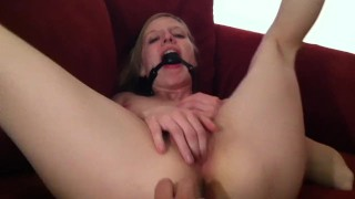 Gag me! Outdoor pussylicking