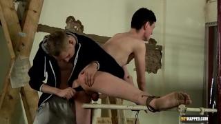 Films de sexe - Boy Napped Baise Un Cul De Salope