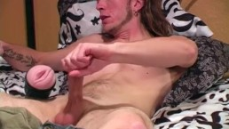 Muscular Straight Guy Matt Masturbating