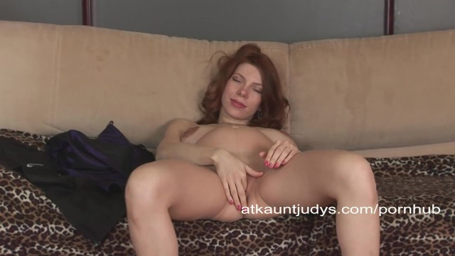 Aunt judys amateur - Pregnant and mature iviola rubs her wet pussy.