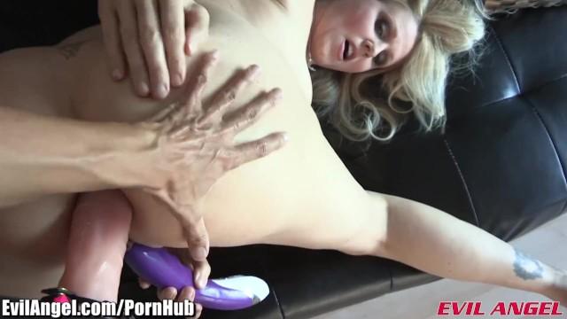 Man eats her creampie after sex