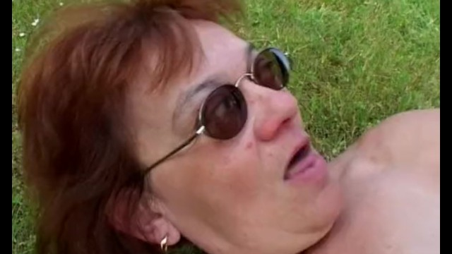 тут меня рыжую алину трахает в лесу жирный мужик чингисхана гитлера вместе