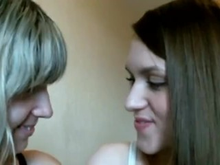 Webcam: Lesbian Weirdos Making Out & Tongue Sucking