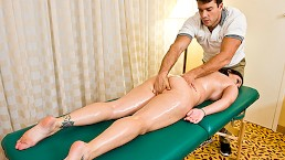 Curvy Claire Dames gets a sensual massage - Brazzers