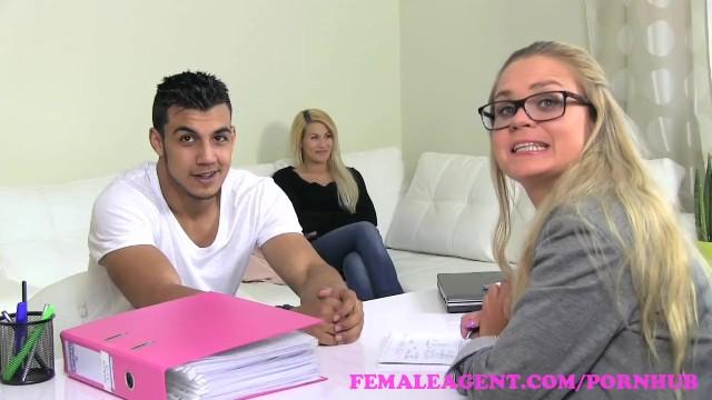 Shemale Fucks Female Threesome