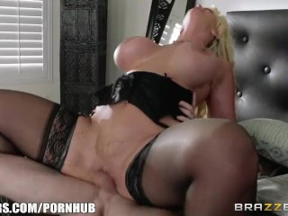 Sexy milf Alura Jenson fucks sons friend - Brazzers