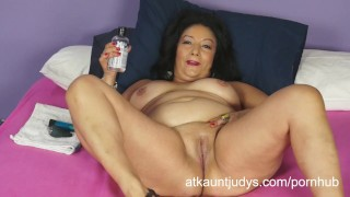 Isis toys her MILF pussy to get off for you to watch. porno