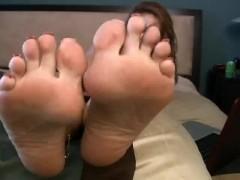 Janet Mason shows off Mature feet!