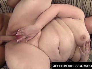 Huge hussy Eliza Allure gets a heapin' helpin' of hung hunk