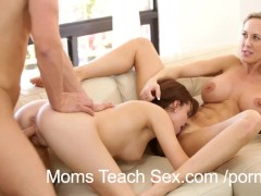 Mom eats stepdaughters creampie pussy