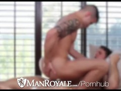 HD - ManRoyale Voyeur hunk watches his roommate bath