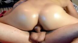 Sesso anale con l'olio