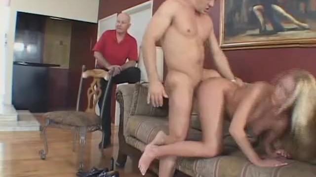 muzha-svyazali-a-zhenu-ottrahali-porno-film-vkus-poroka-smotret-onlayn