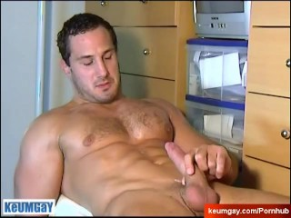 Casting of a straight guy: Enzo huge cock !