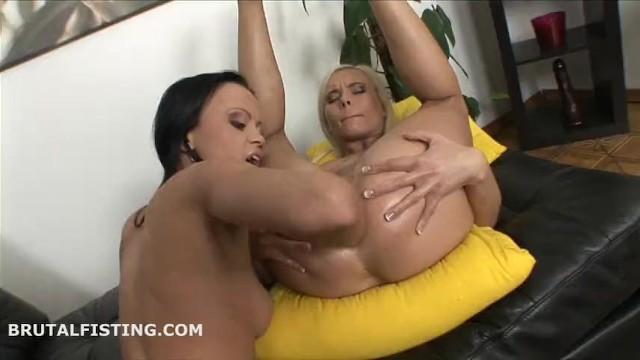 Порно видео кулак в жопу