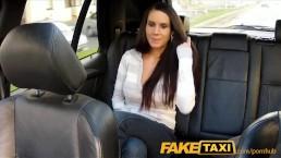 FakeTaxi - Graziosa brunetta viene scopata nel sedile posteriore di un taxi