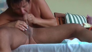Girls out West - Busty Amateur mit riesigen Titten und haarige Muschi