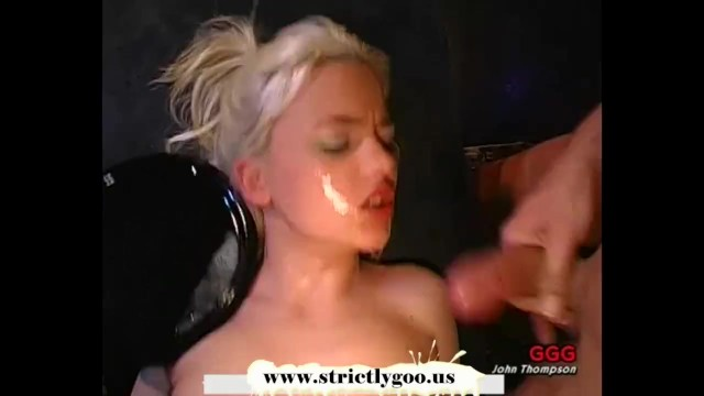 Tiny young blondie gets her pretty face covered with man juice