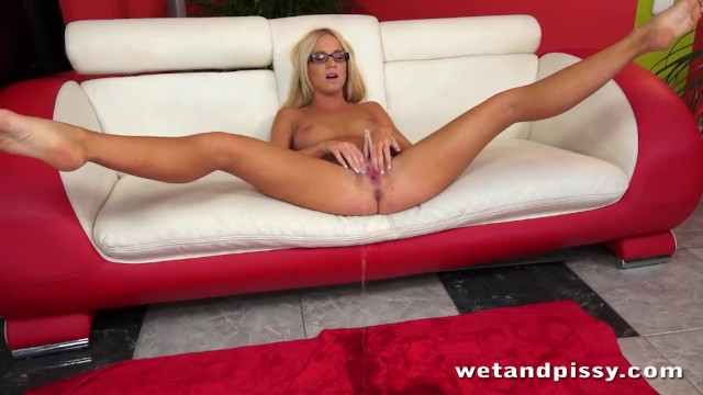 How to use a jelly dildo Pretty blonde in glasses uses a jelly dildo on her wet pussy to orgasm