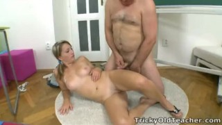 Kira is struggling in her teachers class Curvy masturbation