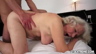 nude girls giving blow jobs