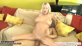 Busty cougar Emma Starr fucking Shaved babe