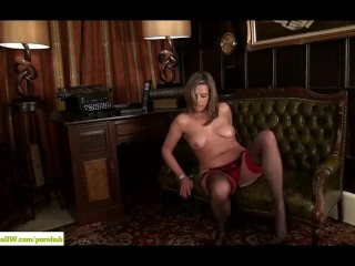 Mature Secretary Louise Pearce Masturbates
