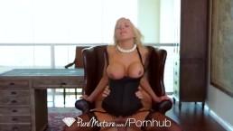 HD PureMature - Calda milf Nina Elle striscia per fare un soffocone