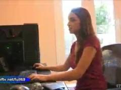 Jeri Lynn sexy gamer girl masturbates with computer mouse