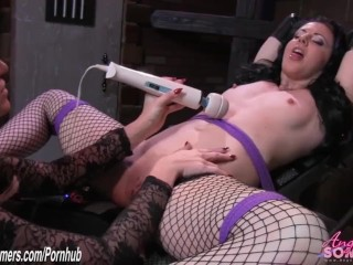 Angela Sommers eats pussy raw