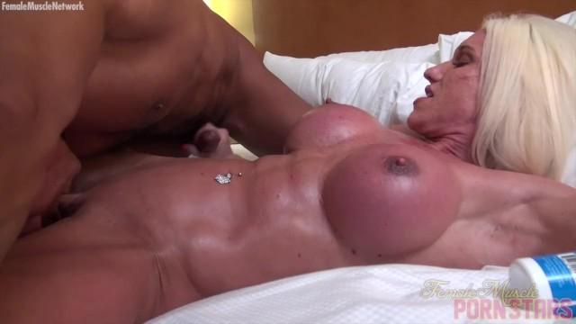 Определение мускул девушки порно сиськи