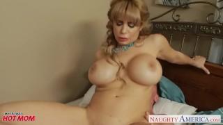 Busty blonde mom Alyssa Lynn suck a large pecker