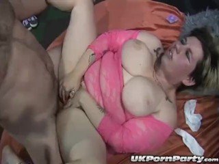 Amateur swingers enjoy a gangbang and anal sex