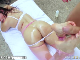 Porn Video Amateur Turkish Allie Haze needs a cock in her ass - Brazzers