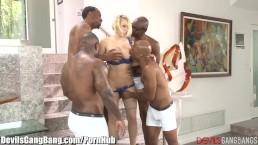 Kagney Linn Karter follada en grupo por 4 negros