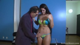 Alison Tyler À la recherche d'un Job Sucks and Fucks dans Pinball Warehouse