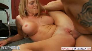 Blonde office babe Krissy Lynn gets nailed Big threeway