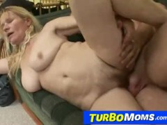 Czech amateur cougar Darina big naturals and bushy cunt sex