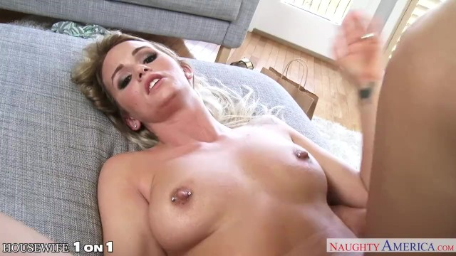 Sexy housewife - Sexy housewife emily austin fucking