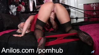 Bombshell mom talks dirty and plays naughty