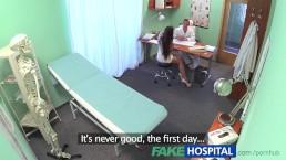 FakeHospital jonge dokter neukt zijn nieuwe sexy verpleegster