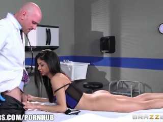 Teen Amateur Hairy Veronica Rodriguez fucks her doctor - Brazzers